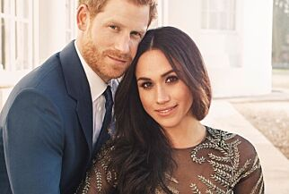 image: Viser frem de offisielle forlovelsesbildene