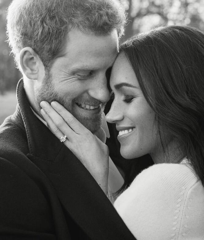 <strong>LYKKELIGE:</strong> Se, så forelska! Ringen Meghan Markle bærer skal være verdt flere millioner, og består blant annet av en diamant fra Dianas personlige samling. Foto: Alexi Lubomirski / Kensington Palace