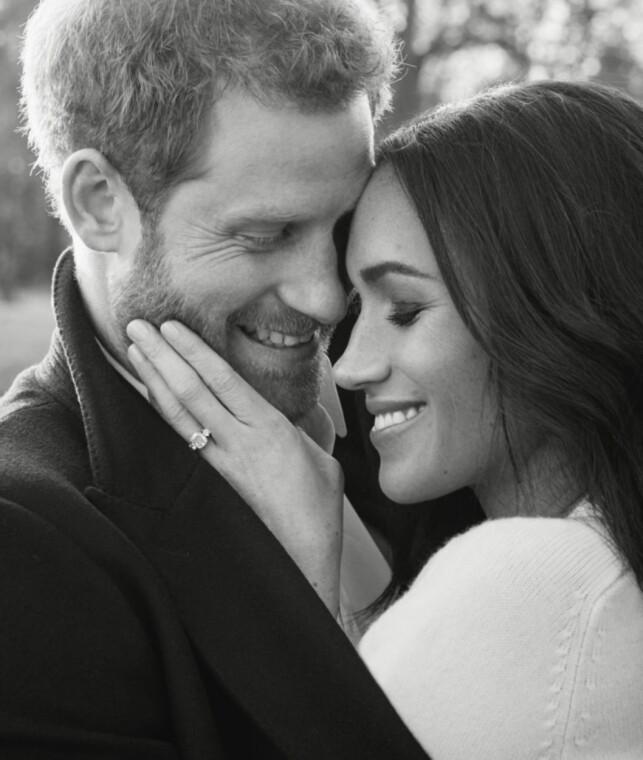 LYKKELIGE: Se, så forelska! Ringen Meghan Markle bærer skal være verdt flere millioner, og består blant annet av en diamant fra Dianas personlige samling. Foto: Alexi Lubomirski / Kensington Palace