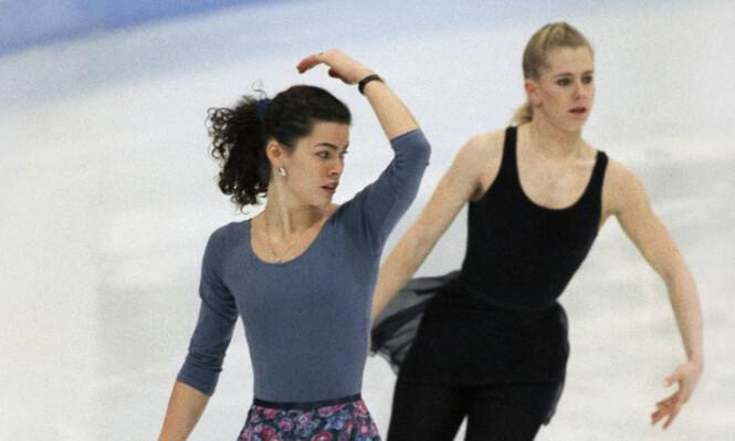 <strong>RIVALER:</strong> Tonya Harding så Nancy Kerrigan som sin største rival i kampen om OL-gull på Lillehammer. Da sistnevnte ble brutalt overfalt, ble mistanken om hvem som sto bak, raskt rettet mot Harding. Foto: NTB Scanpix