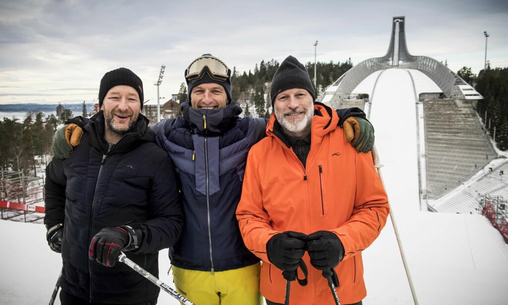 MED UTSTYRET PÅ: Kjetil André Aamodt, Tom Stiansen og Lasse Kjus i toppen av den nye parallellslalåmbakken med hoppbakken i bakgrunnen. Foto: Lars Eivind Bones / Dagbladet