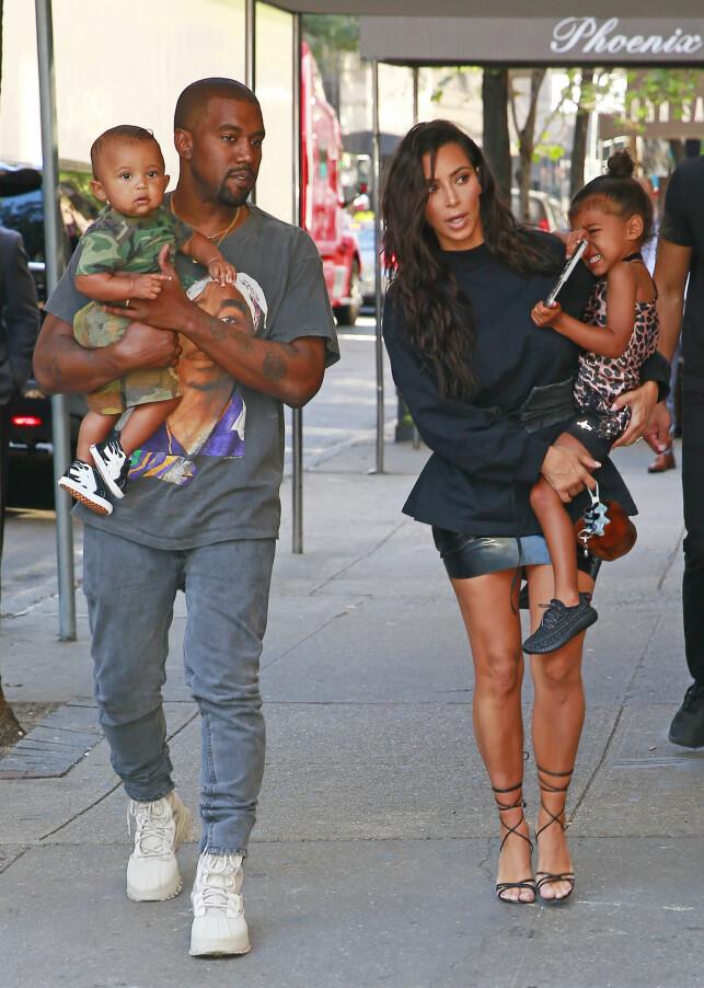 BLIR FEM: Kanye, Saint, Kim og North er allerede et bilde av en amerikansk familie, men snart får de nok et medlem. Det ved hjelp av surrogati. Foto: NTB scanpix