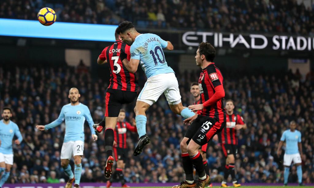 OVERKJØRING: Sergio Agüero header inn sitt andre mål for dagen i Citys komfortabale seier over Bournemouth. Foto: NTB Scanpix