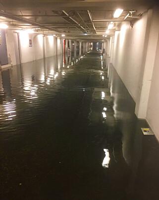 KJELLER: Store nedbørsmengder på Vestlandet har ført til mange vannskader. Bildet viser parkeringskjelleren til Åsane Storsenter. Foto: Åsane Storsenter / NTB scanpix