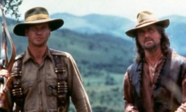 GODE VENNER: Val Kilmer og Michael Douglas har kjent hverandre i en årrekke. Her fra filmen «The Ghost And The Darkness» i 1996. Foto: NTB Scanpix