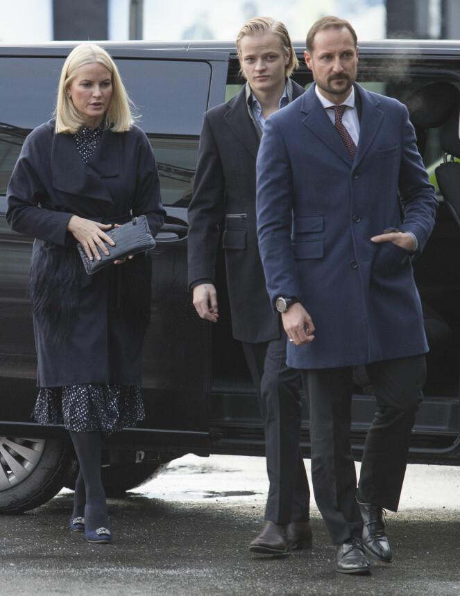 <strong>FAMILIEKOS:</strong> Kronprinsessens eldste sønn ble med på lunsjen. Prins Sverre Magnus og prinsesse Ingrid Alexandra var ikke til stede. Foto: NTB scanpix