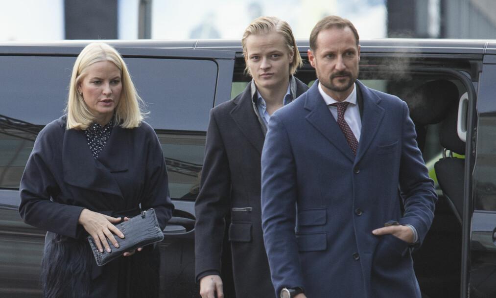 FAMILIEKOS: Kronprinsessens eldste sønn ble med på lunsjen. Prins Sverre Magnus og prinsesse Ingrid Alexandra var ikke til stede. Foto: NTB scanpix