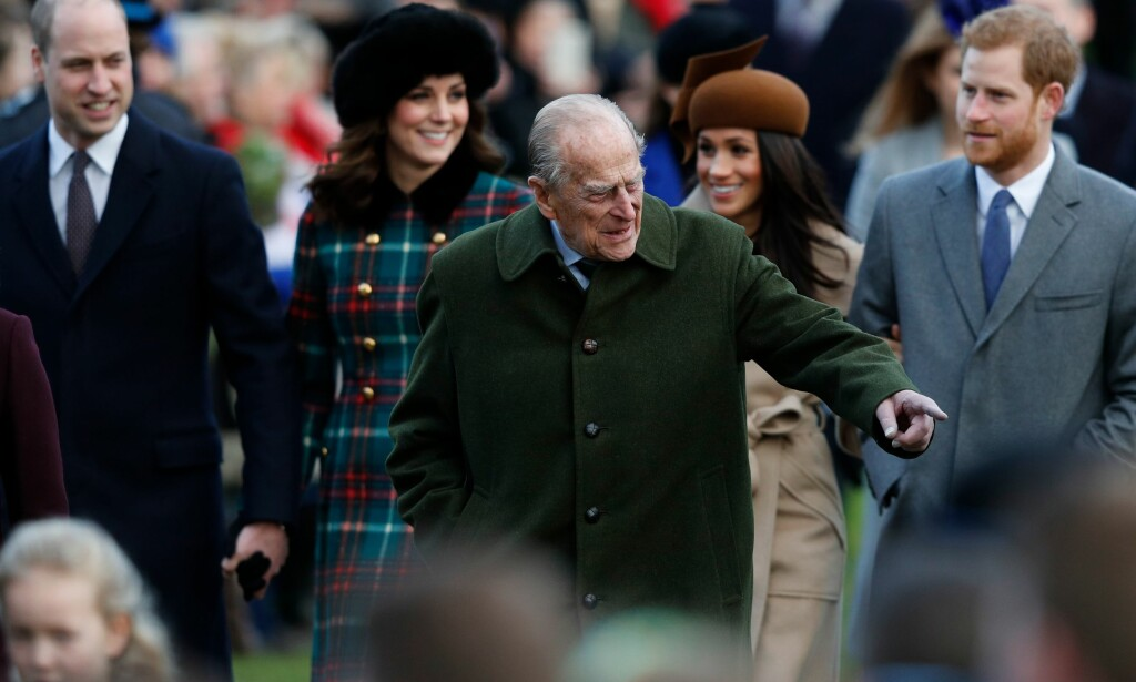 JULEFEIRING: Prins William, hertuginne Kate, prins Philip, Meghan Markle og prins Harry ankommer gudstjeneste i Mary Magdalene Church i Sandringham. Foto: NTB Scanpix