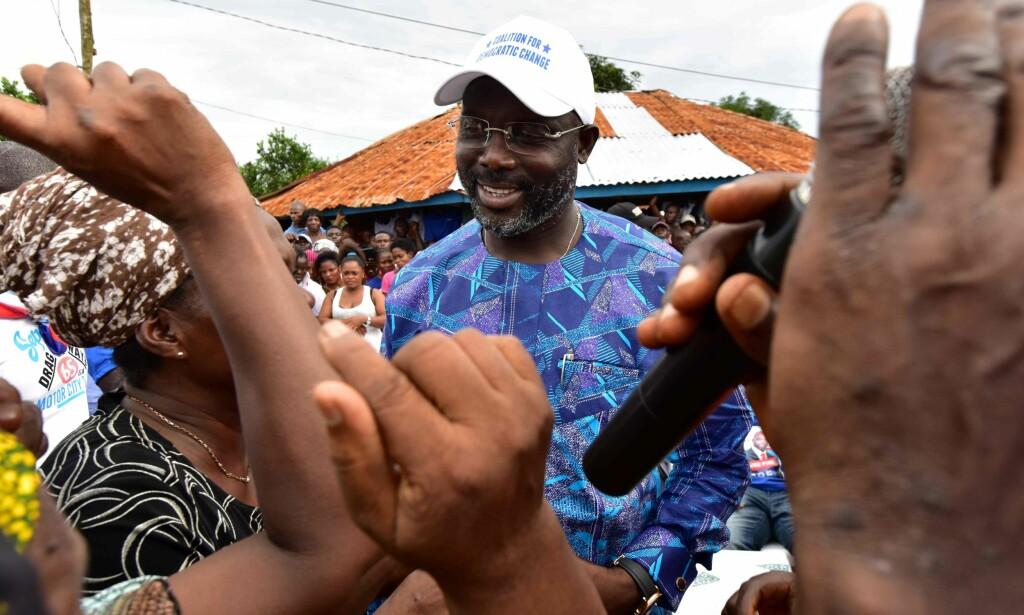 PRESIDENTKANDIDAT: George Weah er elsket i Liberia, og nå ønsker den tidligere fotballspilleren å bli president i landet. Folket går til valgurnene 26. desember. Foto: ISSOUF SANOGO / AFP / NTB SCANPIX
