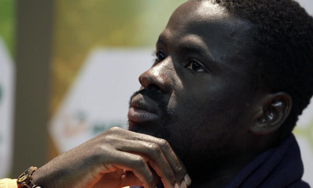 TRIST HISTORIE: Emmanuel Eboue delte i the Mirror sin triste historie etter at fotballkarrieren var over. Nå er ivorianeren blitt tildbudt en jobb av gamleklubben Galatasaray. AP Photo/Yves Logghe/NTB Scanpix