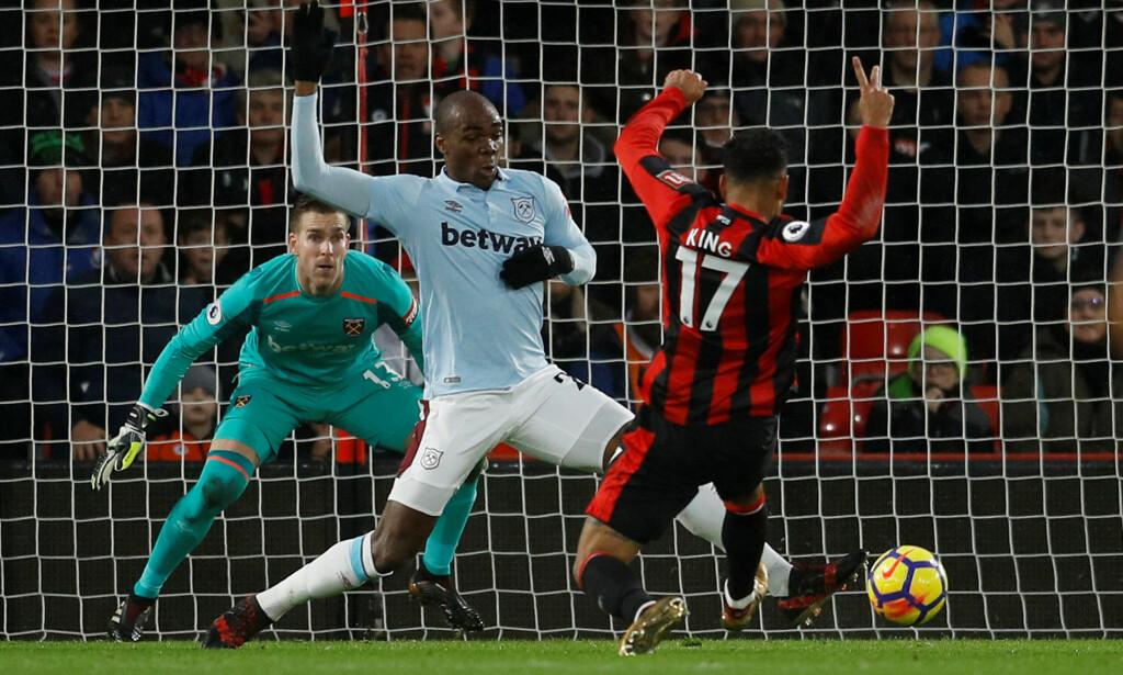 PÅ HUGGET: Joshua King markerte seg da Bournemouth reddet 3-3 mot West Ham. Foto: REUTERS/Peter Nicholls