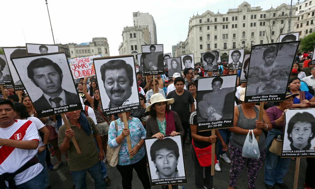 DEMONSTRERTE: Benådningen av Alberto Fujimori førte til demonstrasjoner i Peru. Foto: Mariana Bazo / Reuters / NTB Scanpix