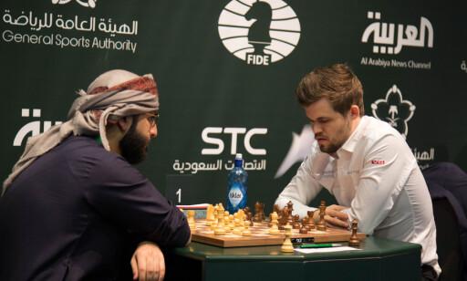 DELTAR: Magnus Carlsen deltar for tiden i VM-turneringen i Saudi-Arabia. Foto: AFP PHOTO / STRINGER