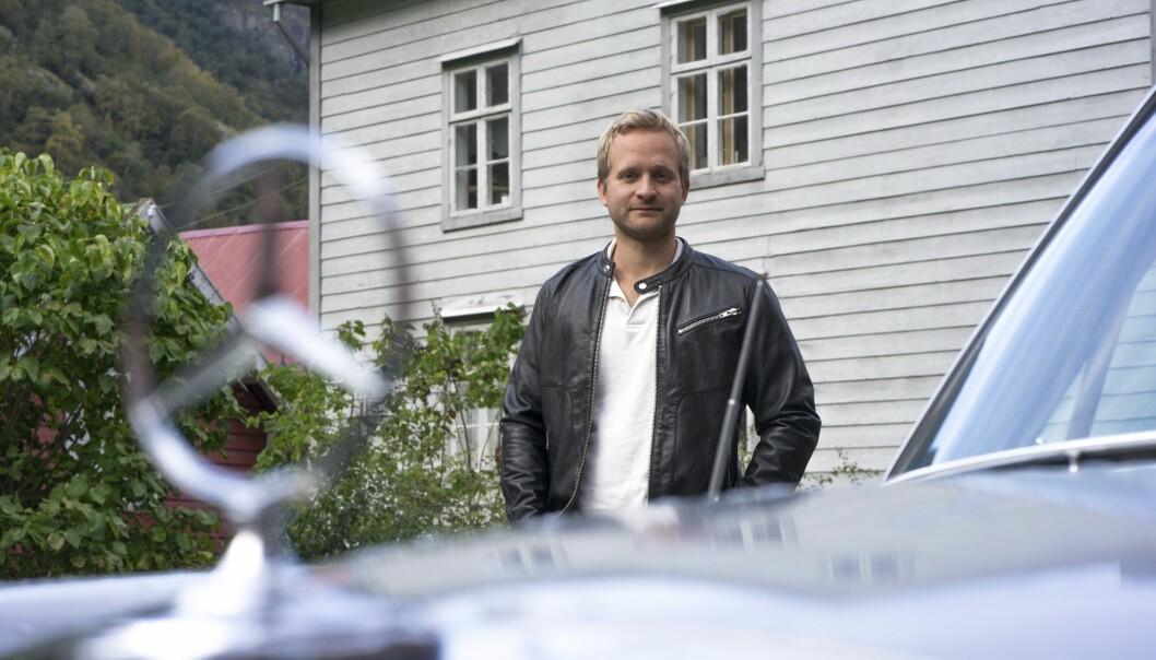 <strong>HOTELLSJEFENS SAMLING:</strong> I Lærdal holder Johannes Einemo på å skape et mekka både for seg selv og andre bilinteresserte. Foto: Paal Kvamme