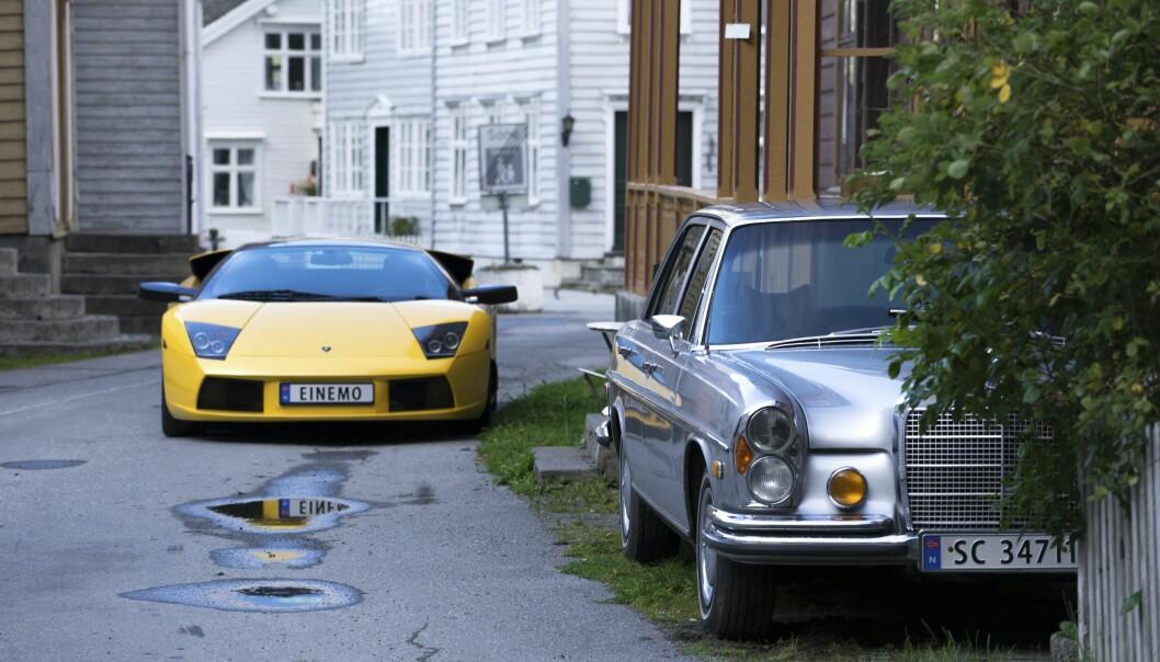 <strong>HOTELLBIL:</strong> Parkert til høyre står en nydelig og ekstra lang versjon av datidens S-klasse. <br>Foto: Paal Kvamme
