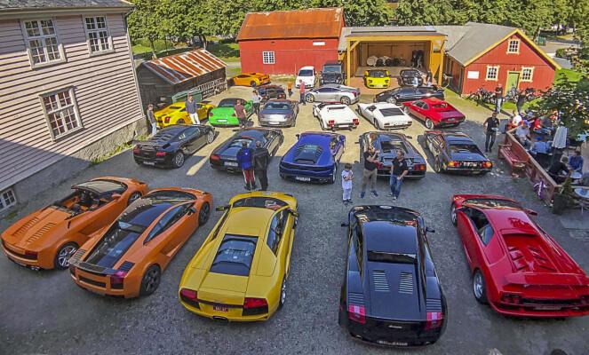 <strong>LAMBO-FEST:</strong> I sommer dukket rundt 20 Lamborghinier opp hos Johannes Einemo. Foto: Privat