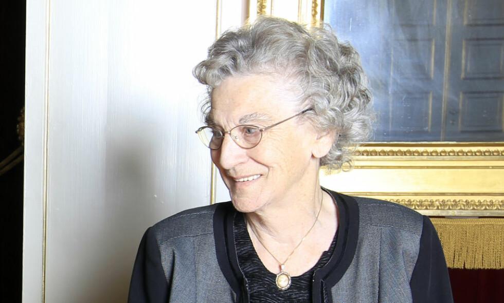 DØD: Signe Marie Gjerstad, kona til snåsamannen, er død. Her er hun fotografert under medaljemottakelse på Slottet i 2011. Foto: Lise Åserud / SCANPIX