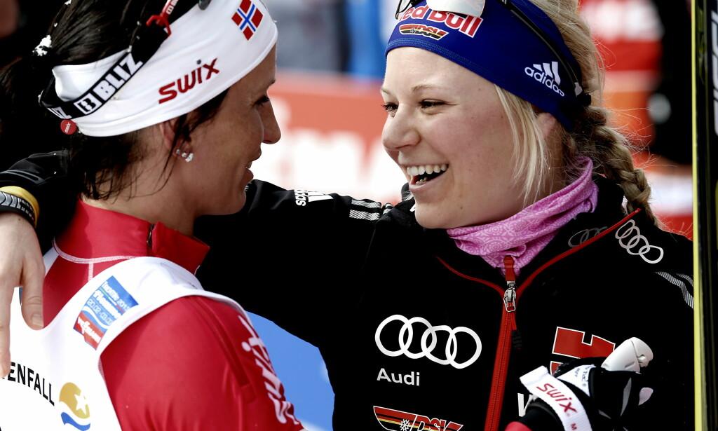 GIFTET SEG: Miriam Gössner giftet seg med Felix Neureuther. Her med Marit Bjørgen under VM på ski i 2013. Foto: Bjørn Langsem / DAGBLADET.