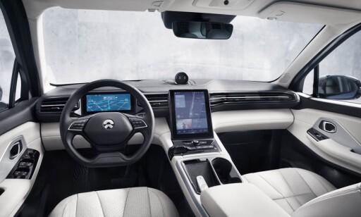 TEKNOLOGISK: Nio ES8 kan på noen måter minne litt om Tesla på innsiden. Foto: Nio