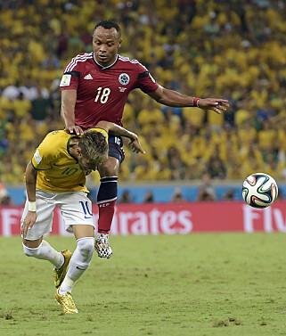 I SMERTER: Dette sammenstøtet gjorde at Neymar mistet semi- og bronsefinale for Brasil under VM i 2014. Foto: NTB Scanpix