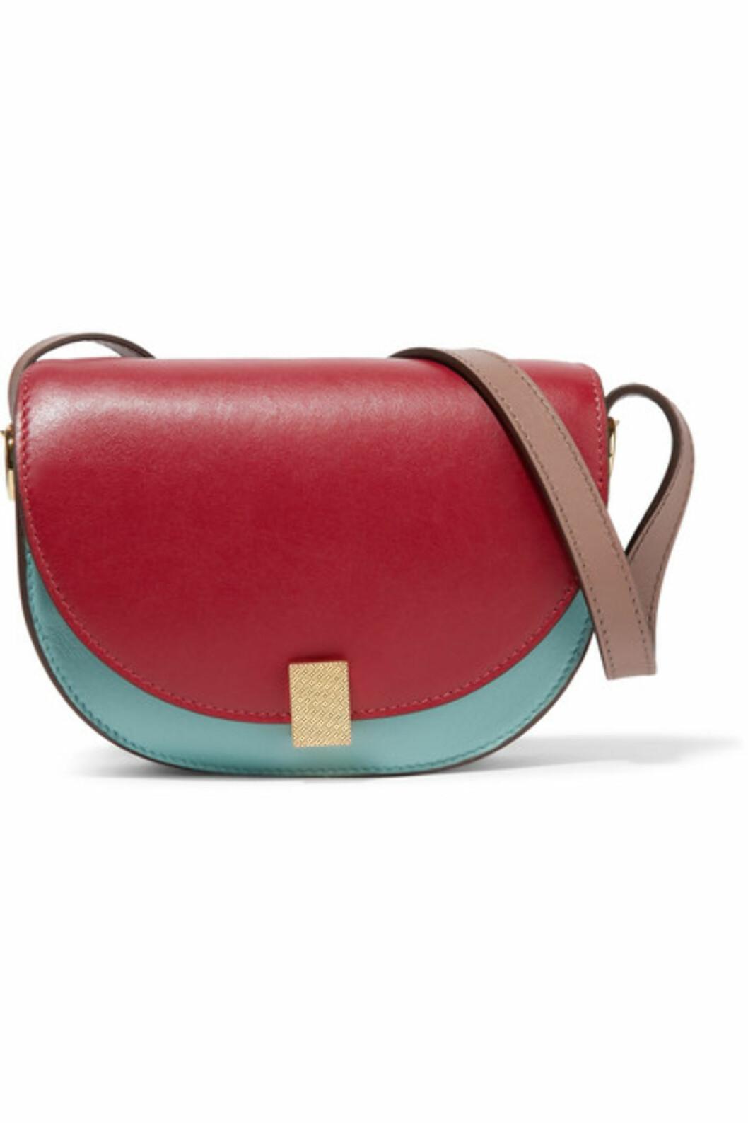 <strong>Veske fra Victoria Beckham |5730,-| https:</strong>//www.net-a-porter.com/no/en/product/915221/victoria_beckham/half-moon-box-nano-leather-shoulder-bag