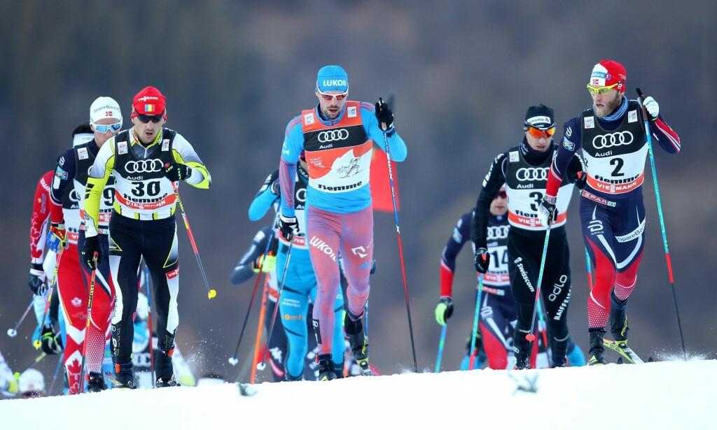 TOUR DE SNØKAOS: Både Sergej Ustjogov (i midten) og Martin Johnsrud Sundby (til høyre) kommer til å dominere årets utgave av Tour de Ski. Foto: NTB Scanpix