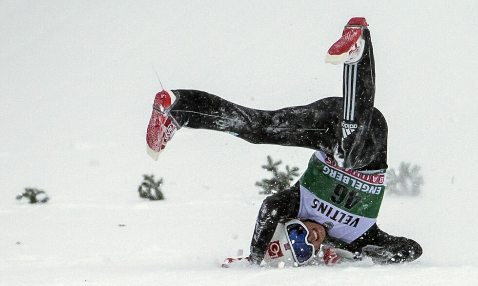DRAMA: Johann André Forfang sto bokstavelig talt på hodet for Engelberg da han falt i prøveomgangen før jul. Foto: NTB Scanpix