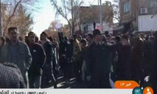 image: Det begynte med protester mot høye priser, men nå roper de «død over Rouhani»