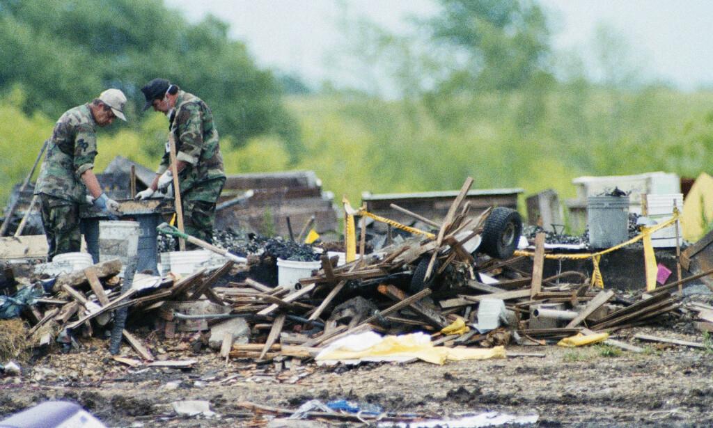 NEDBRENT: Eiendommen til sekta brant ned til grunnen, og 76 mennesker ble funnet døde i brannruinene. Foto: AP Photo / Ron Heflin / NTB scanpix
