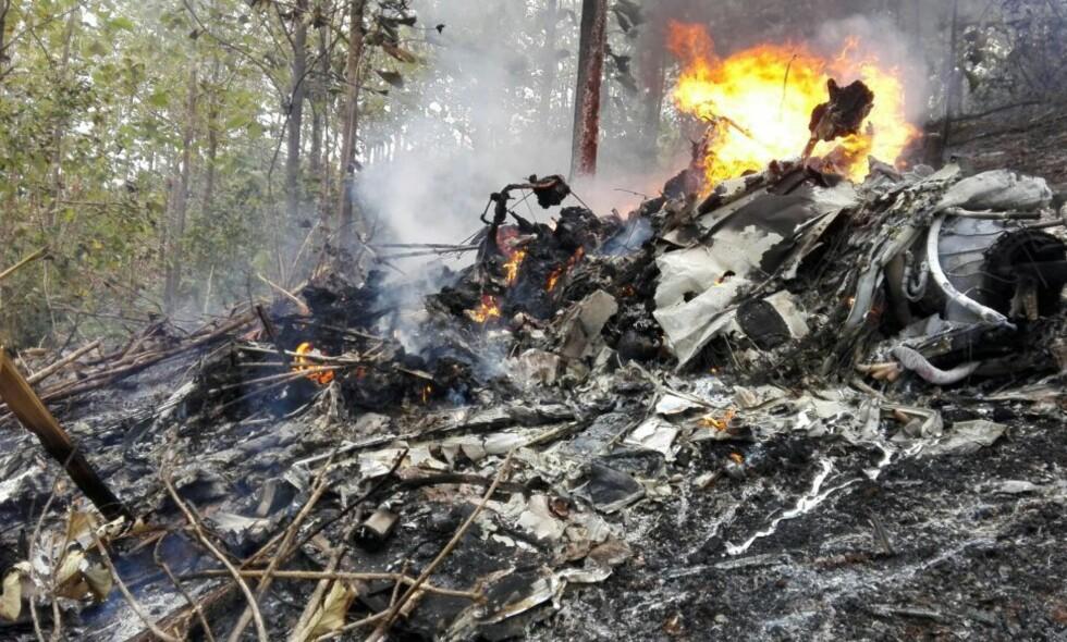 TOTALVRAK: Det styrtede flyet er ikke til å kjenne igjen. Foto: Costaricanske myndigheter / AP / NTB Scanpix