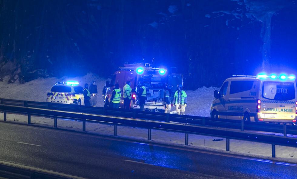 ULYKKE I NATT: En person er bekreftet omkommet og flere skadd i en møteulykke på E18 mellom Langangen og Larvik natt til første nyttårsdag. Foto: Trond Reidar Teigen / NTB scanpix