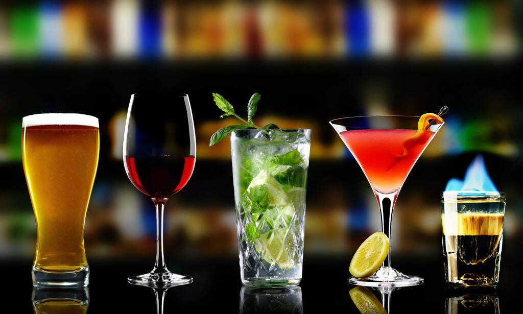 OVER OG UT? Professor mener i alle fall at tida for den gode, gamle drinken nærmer seg slutten. Foto: NTB Scanpix