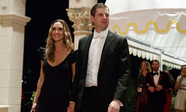 PÅ FEST: Eric Trump ankom festen sammen med kona Lara Trump. Foto: AP