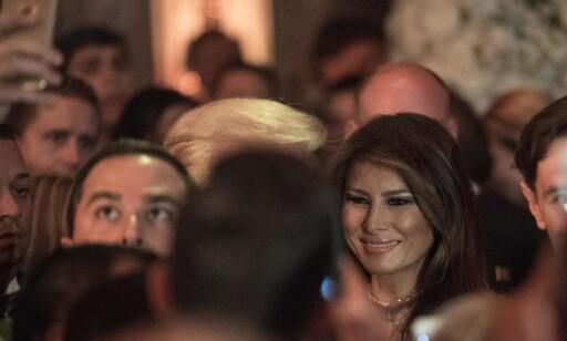 GOD STEMNING: Det så ut til at både gjester og familien Trump storkoste seg på nyttårsfesten. Foto: AFP