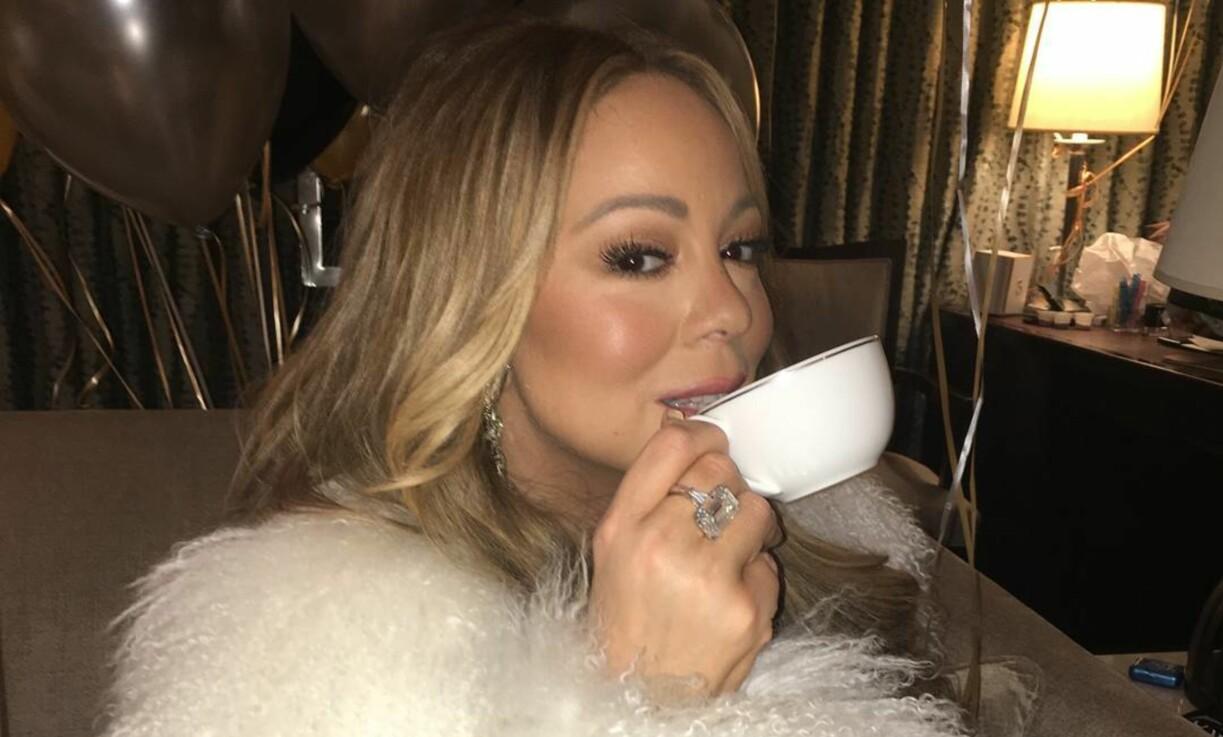 DIVA: Mariah Carey fikk endelig en kopp te etter konserten på Time Square i New York. Da la hun ut dette bilde på Instagram.