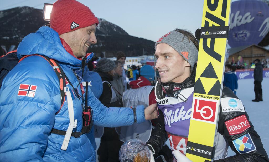 GOD START PÅ ÅRET: Nyttårshopprennet i Garmisch-Partenkirchen i Tyskland er det mest sette hopprennet i året. Da var det ekstra hyggelig for Anders Fannemel (til høyre) å bli nummer tre. Alexander Stöckl (til venstre) var fornøyd med laginnsatsen. Kamil Stoch fra Polen vant. Foto: NTB Scanpix