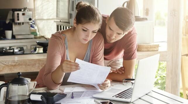 TA VARE PÅ KVITTERINGER: Ikke undervurder hvor mye penger du bruker daglig. Ta vare på kvitteringer og få oversikt. Foto: NTB Scanpix / Shutterstock