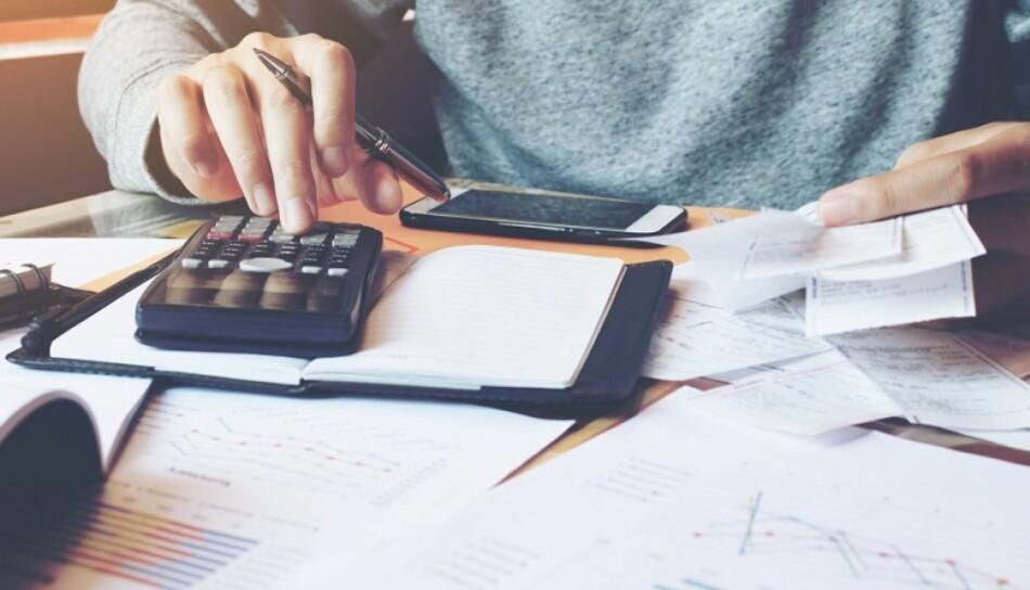 BEDRE ØKONOMI: Det er mange som sliter med økonomien. Men med enkle grep får du raskt oversikt og en enklere hverdag. Foto: NTB Scanpix / Shutterstock
