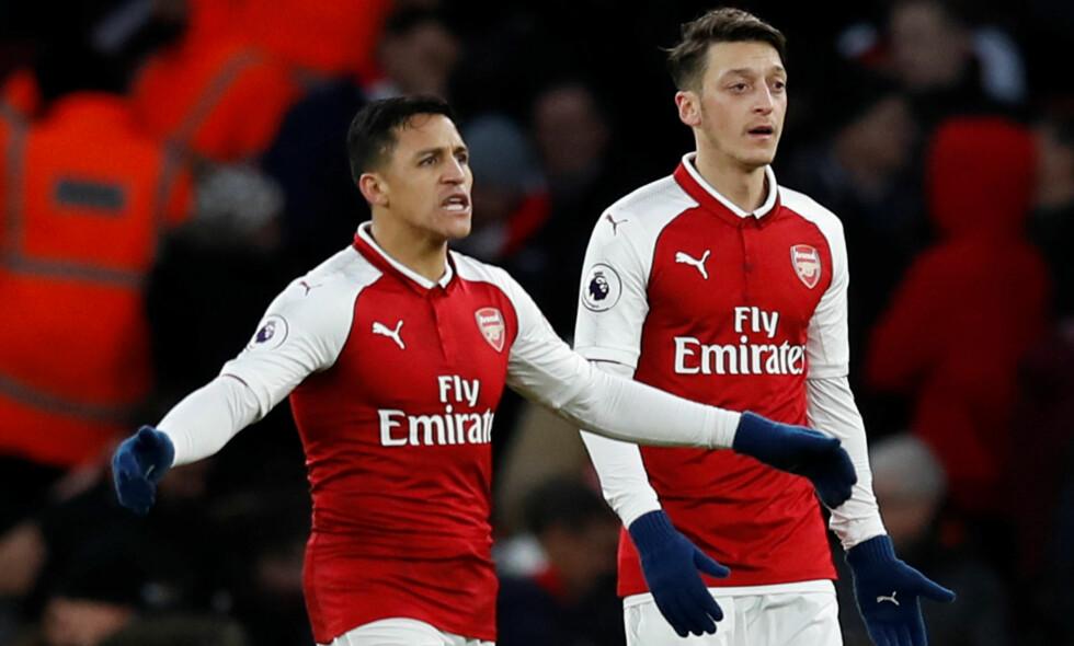 RYKTEBØRSEN: Alexis Sanchez og Mesut Özil figurerer ofte i ryktespaltene. Begge blir ofte koblet til andre klubber, men foreløpig er de fortsatt i Arsenal. Arsene Wenger er klar på at klubben kan klare å erstatte spillere som måtte forsvinne. Foto: REUTERS/Eddie Keogh