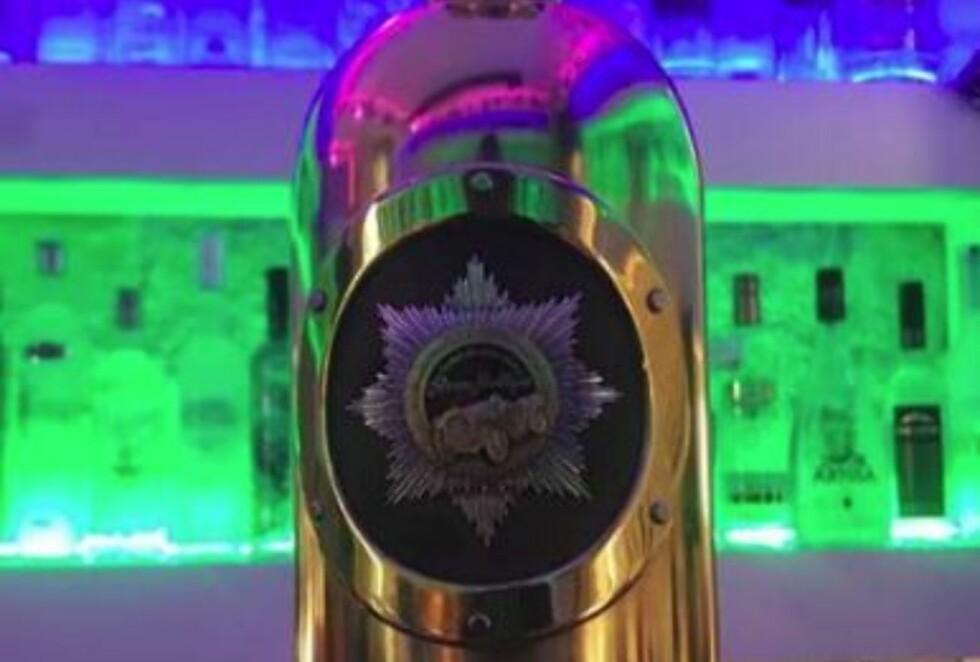 STJÅLET: Vodkaflasken av typen Russo Baltique skal være stjålet fra en bar i København. Foto: Skjermdump / Facebook