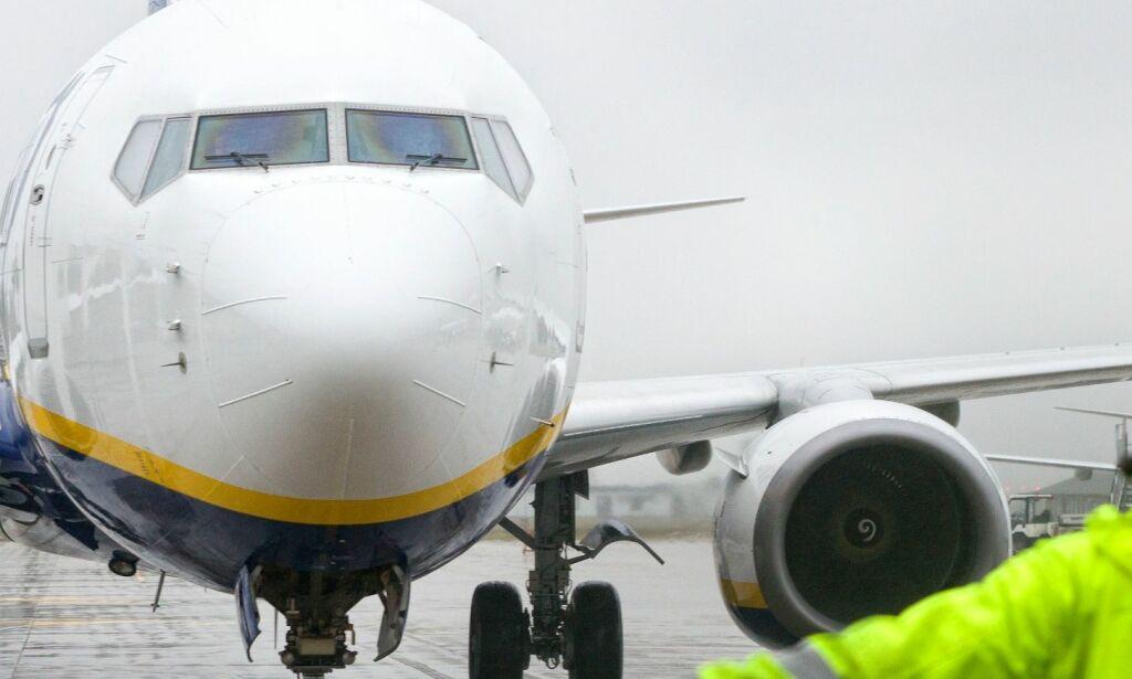 image: Passasjer ble så utålmodig da han ikke fikk forlate flyet at han tok nødutgangen over vingen