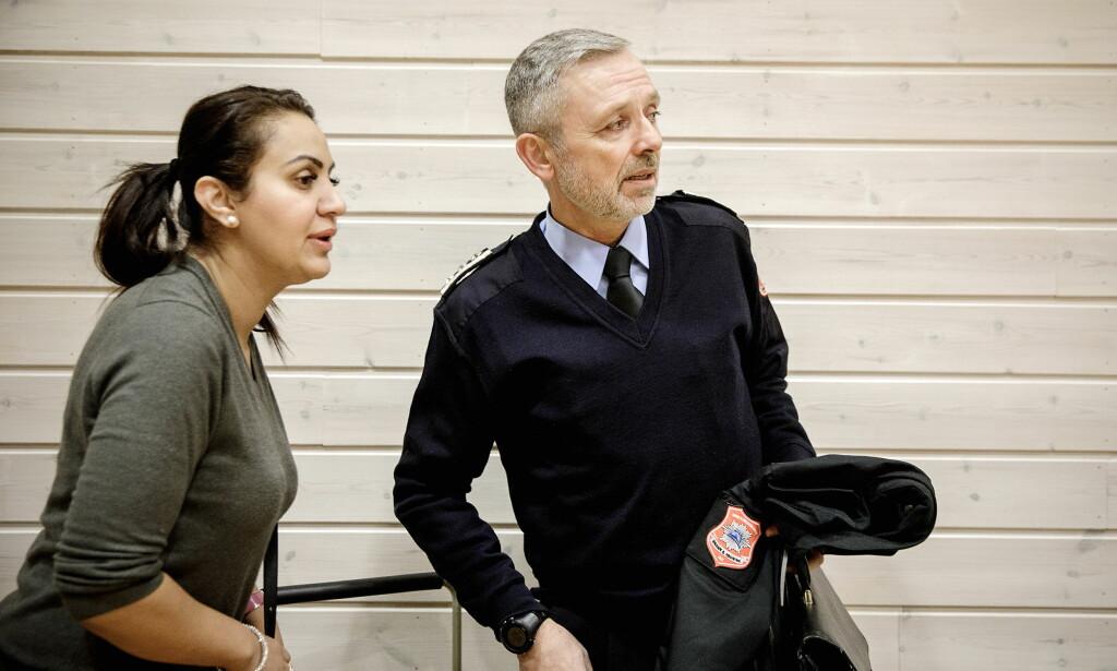 FORSVARER MHBR: Advokat Kanwal Suleman sammen med brannsjef Nils-Erik Haagenrud. Foto: Nina Hansen / Dagbladet