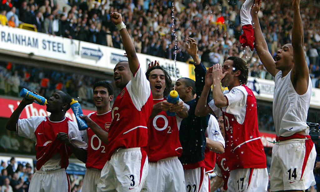INVINCIBLES: Arsenal gikk i sesongen 03/04 ubeseiret gjennom Premier League. Foto: AFP PHOTO / Odd ANDERSEN