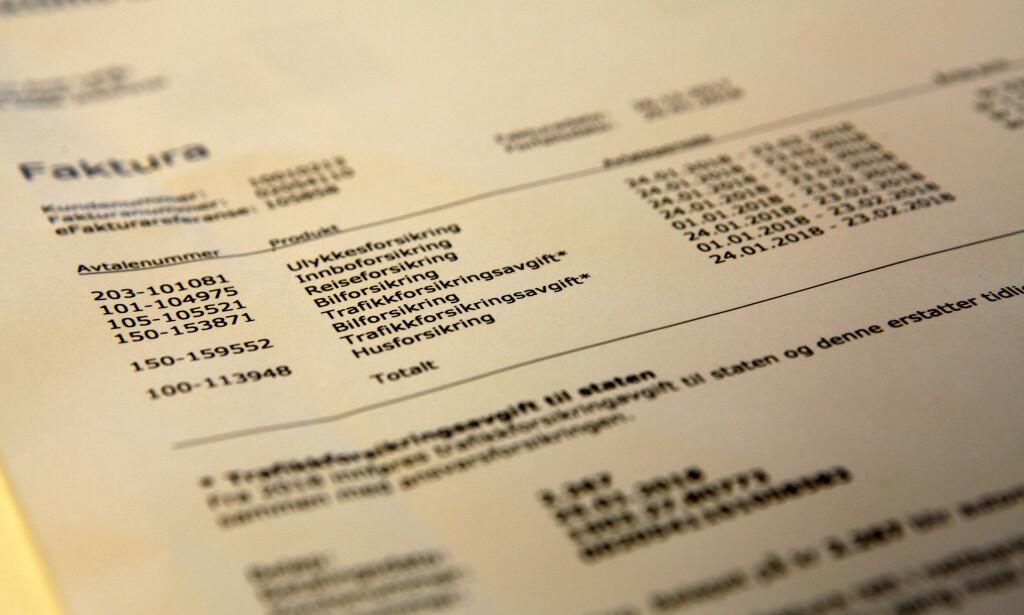 TRAFIKKFORSIKRINGSAVGIFT: Det er slutt på årsavgift for bil, og nå har nordmenn begynt å få regning for den nye ordningen. Første betaling kan, som i dette tilfellet, bli noe dyrere enn de påfølgende regningene. Foto: Øystein Fossum