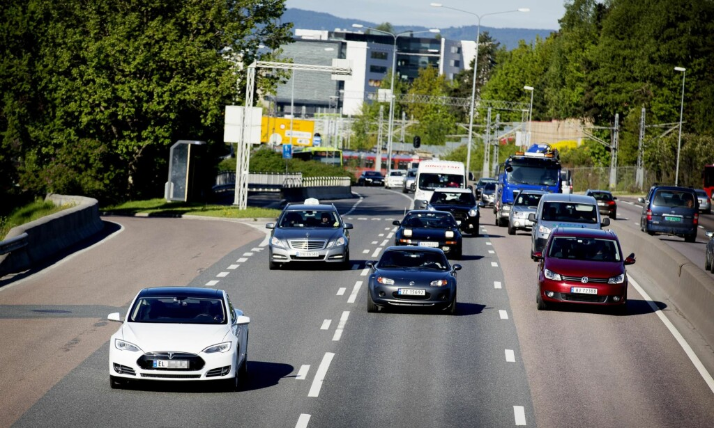 ELBILEN MÅ VINNE: Det skal alltid lønne seg å velge elbil framfor en fossilbil, skriver artikkelforfatterne i et svar til gårsdagens kronikk i Dagbladet med tittelen «Fem myter om elbilen». Foto: Lars Eivind Bones / Dagbladet