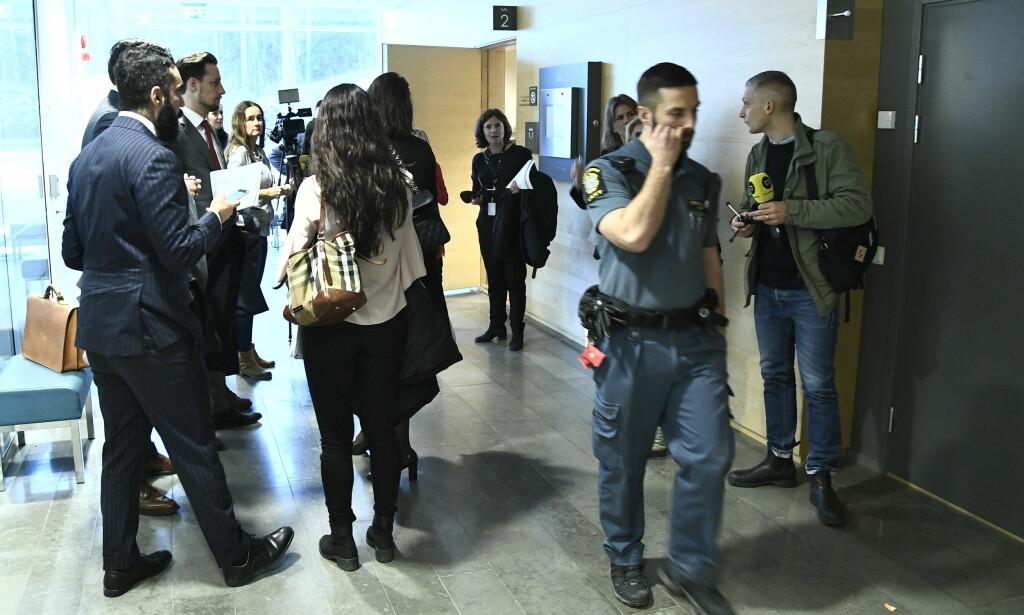 VAKTE OPPSIKT: Den frikjennende dommen i en gruppevoldtektssak i Stockholm-forstaden Fittja vakte stor oppsikt. Her bekjentgjøres dommen i Södertörns tingsrett den 19. desember. Foto: Claudio Bresciani/TT / NTB scanpix