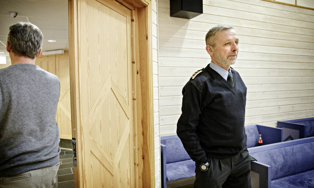 SJEFENS TUR: Brannmann Frode Negård, til venstre, hører fredag sin sjef, Nils-Erik Haagenrud, forklare hvordan han ikke har tillit til ham. Foto: Nina Hansen / Dagbladet