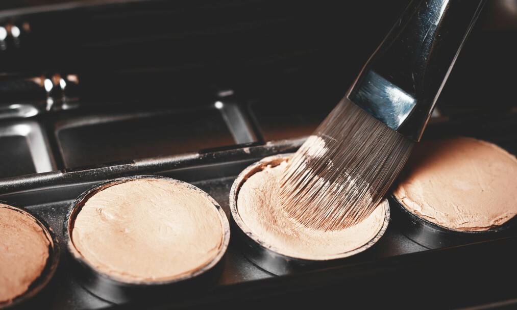 SKJULE ARR OG TATOVERINGER: Foundation, concealer og pudder er nøkkel-produkter dersom du vil skjule arr eller tatoveringer. FOTO: NTB Scanpix