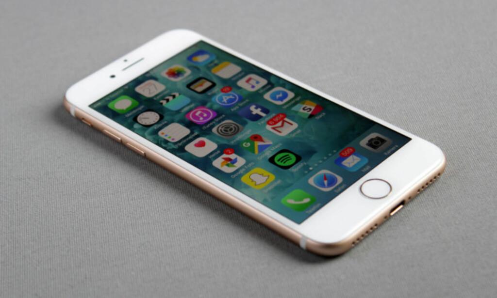 MOBIL-TRØBBEL: I Apples populære iPhone 7 sitter det en ARM-basert prosessor, slik det gjør i fleste andre mobiler. Det er likevel uklart om Spectre-problemet gjelder denne modellen spesifikt. Foto: Pål Joakim Pollen