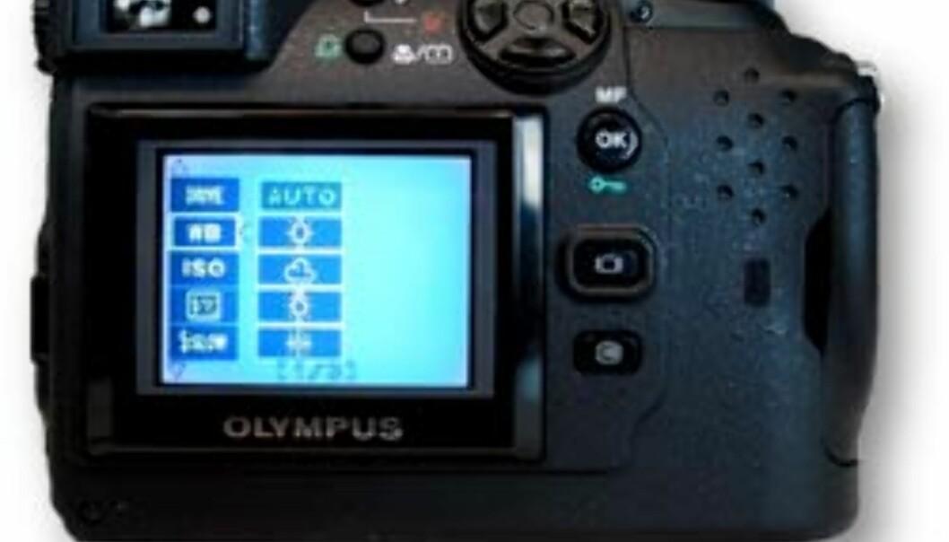 Kameraet styres av en temmelig kryptisk kombinasjon av menyvalg og trykknapper. Foto: torvald